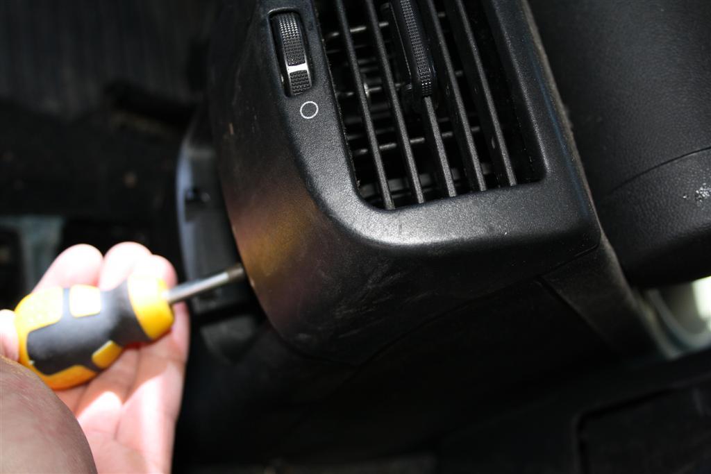 Click image for larger version  Name:03 ashtray screws (Large).jpg Views:246 Size:62.6 KB ID:91026