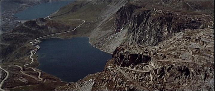 Click image for larger version  Name:Italian Job end film - pass and lake.jpg.jpeg Views:7 Size:89.4 KB ID:197250