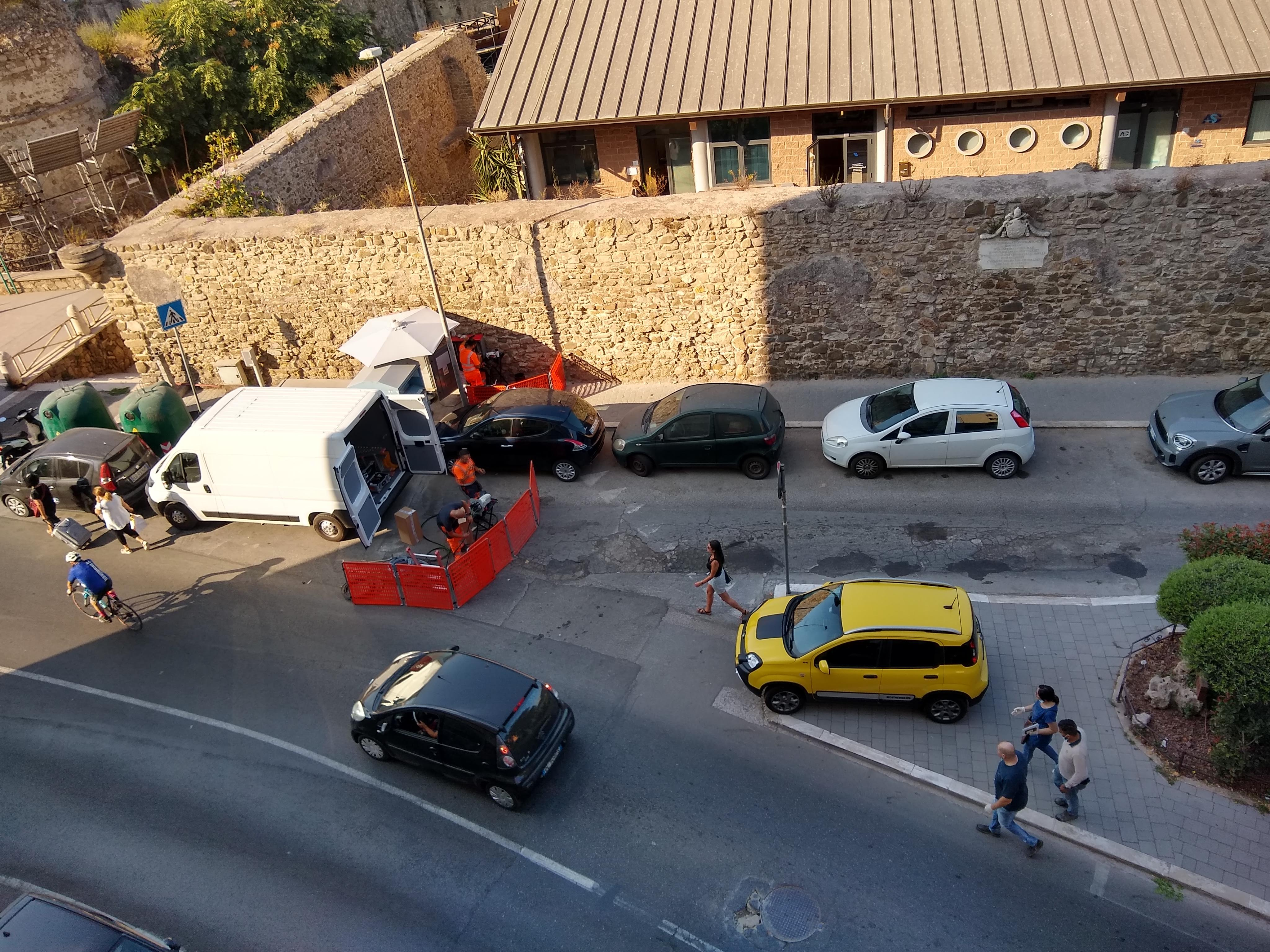 Click image for larger version  Name:parking, Italian style.jpg Views:11 Size:1.72 MB ID:220299