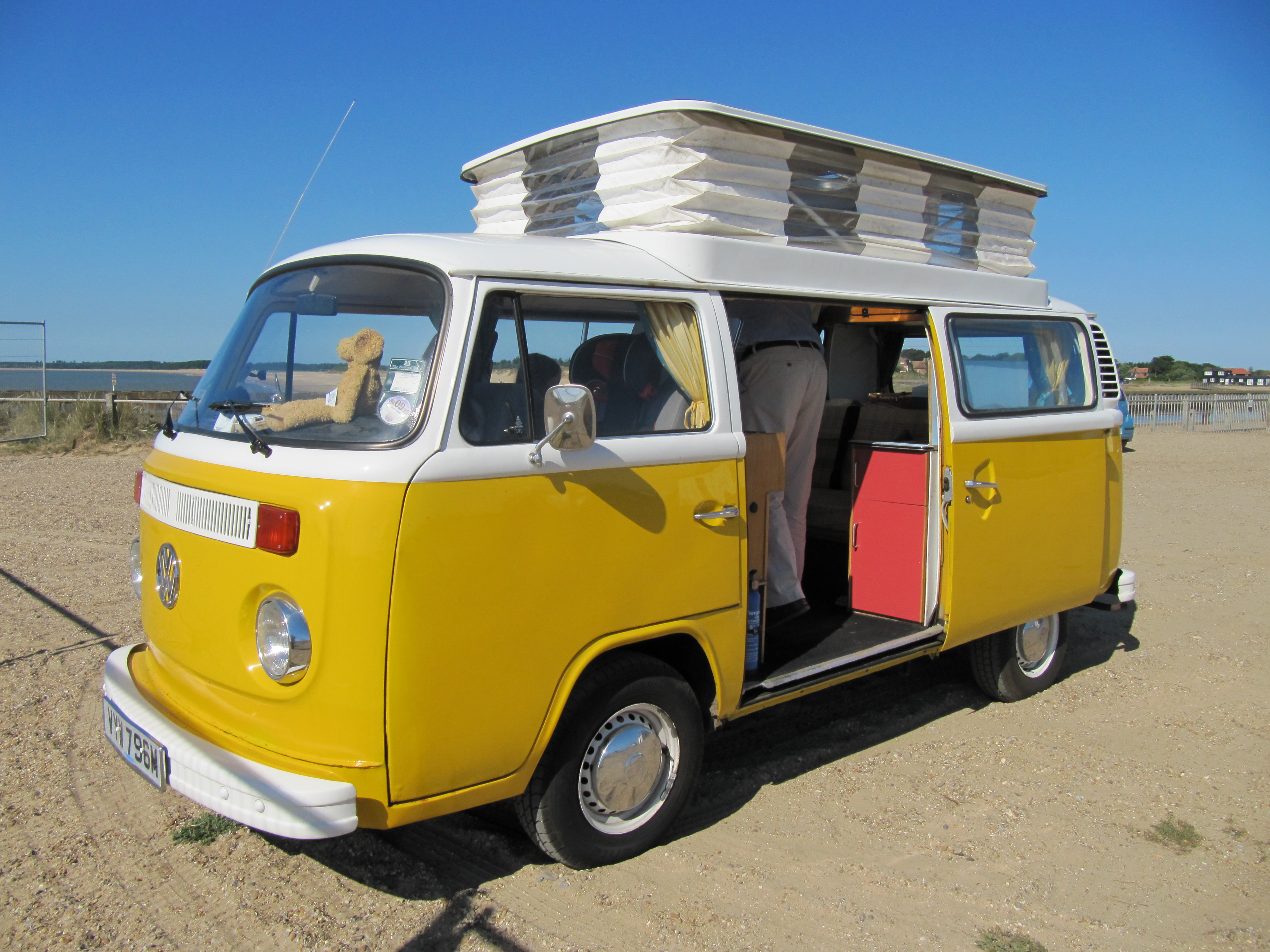 Click image for larger version  Name:VW roofup.JPG Views:24 Size:2.50 MB ID:161734