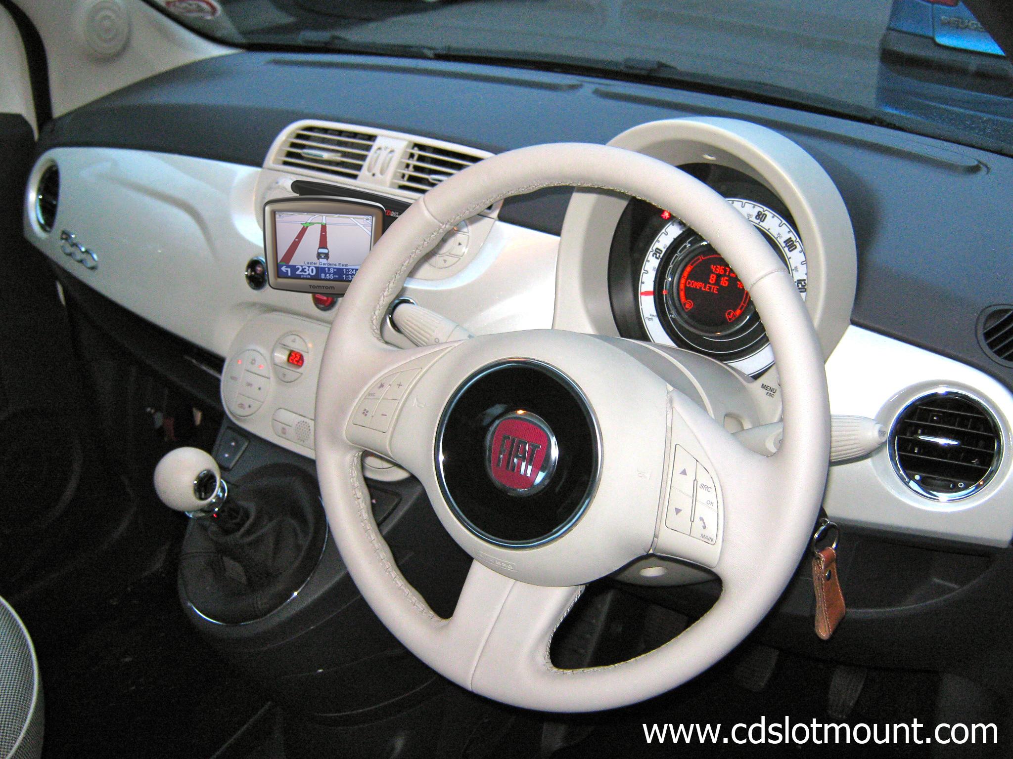 Fiat_500_White_www_cdslotmount