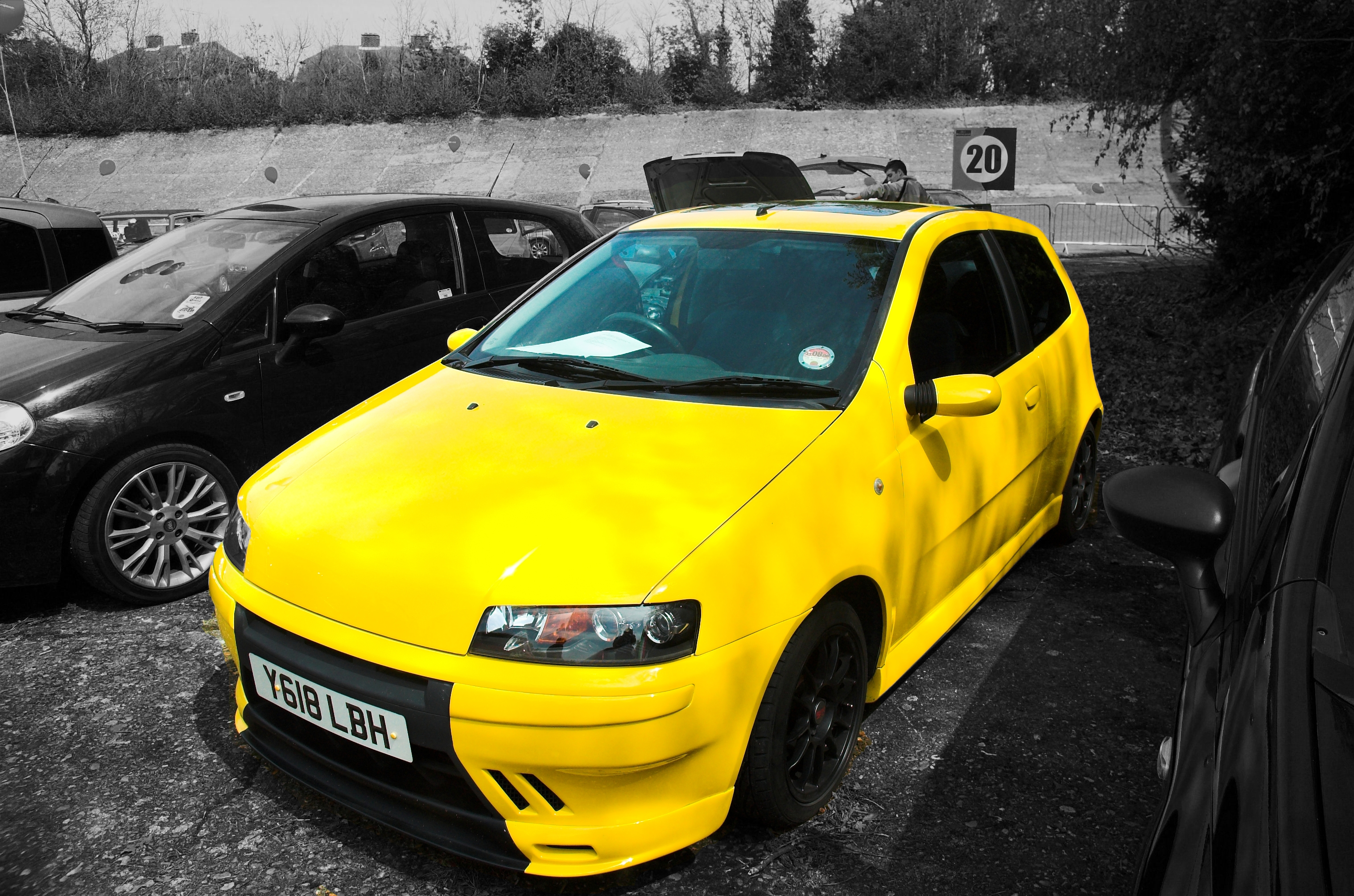 fiat punto sporting html with 156901 Black Gunmetal Alloys Yellow Mk2 Sporting on Troc echange fiat punto cabriolet tuning Annonce 595887 moreover Fiat additionally Amortecedor Punto further File Fiat Cinquecento front 20071031 besides Fiat Punto 2013 Tem Facelift E Precos.